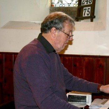 Organist Phil Bond